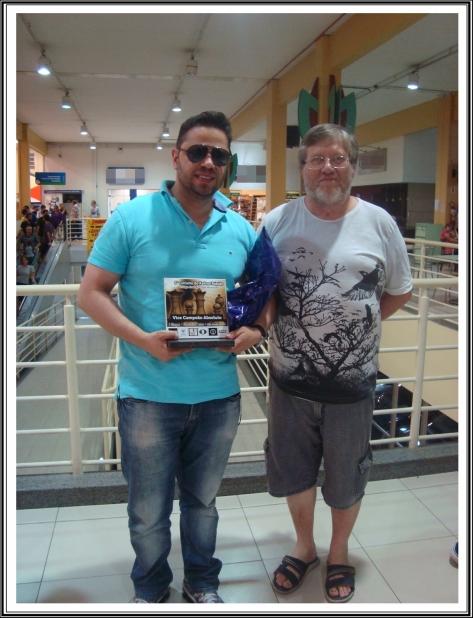 Waltercler recebe a premiação de nosso Tesoureiro João Nilton Ayres da Silva